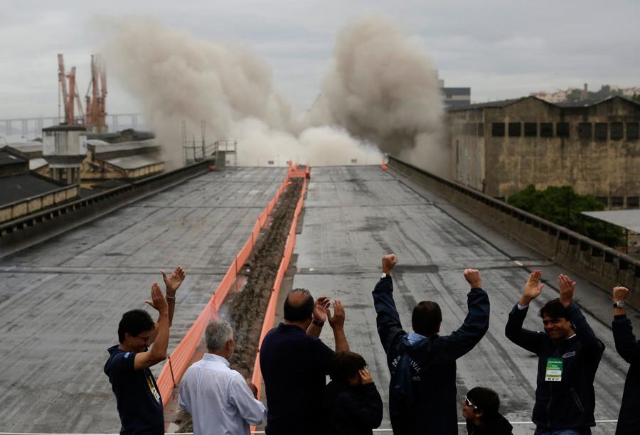 foto-demolizione-crollo-palazzi-edifici-ponti-costruzioni-esplosioni-10