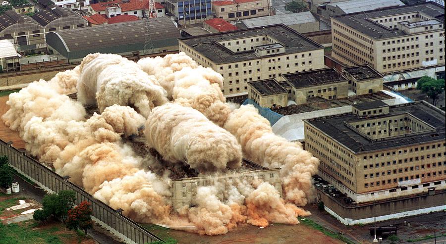foto-demolizione-crollo-palazzi-edifici-ponti-costruzioni-esplosioni-15