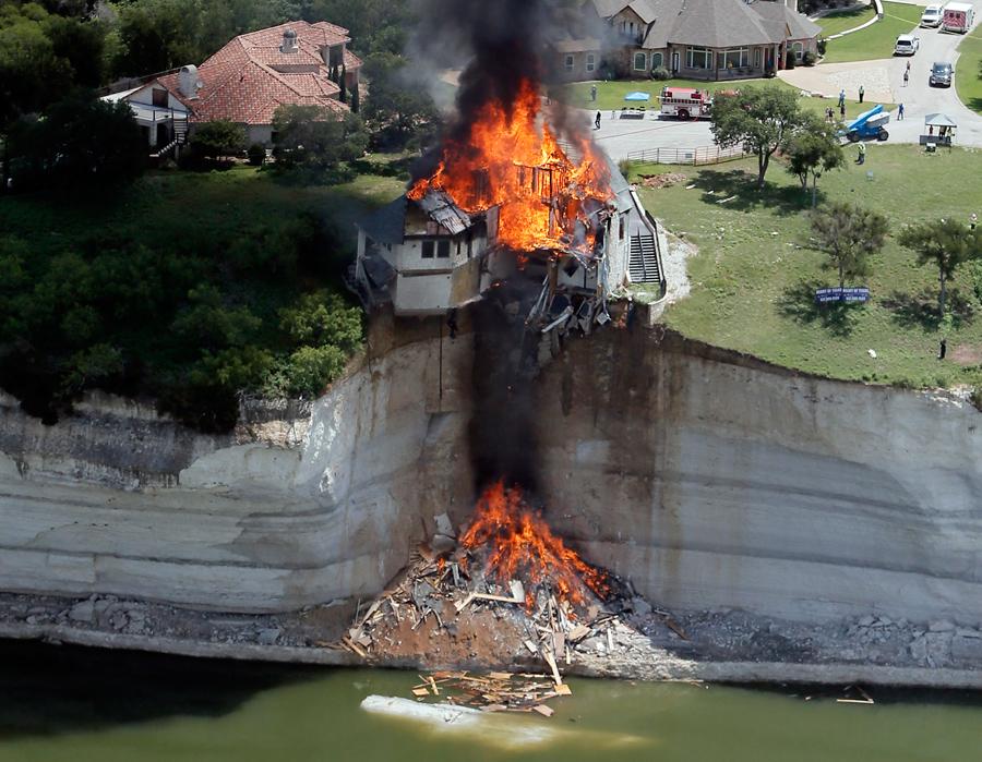 foto-demolizione-crollo-palazzi-edifici-ponti-costruzioni-esplosioni-16