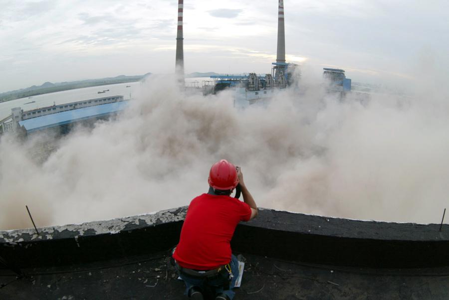 foto-demolizione-crollo-palazzi-edifici-ponti-costruzioni-esplosioni-21