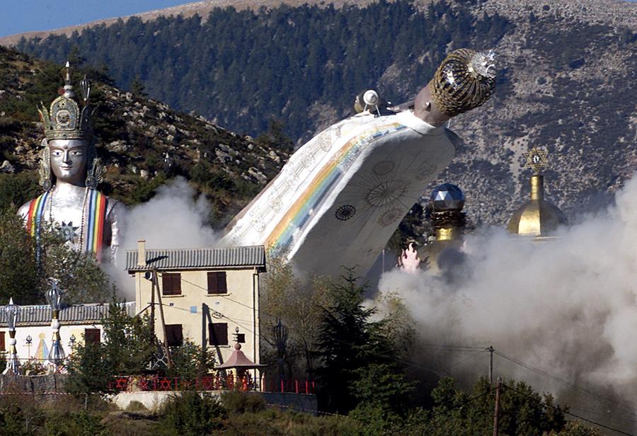 foto-demolizione-crollo-palazzi-edifici-ponti-costruzioni-esplosioni-23