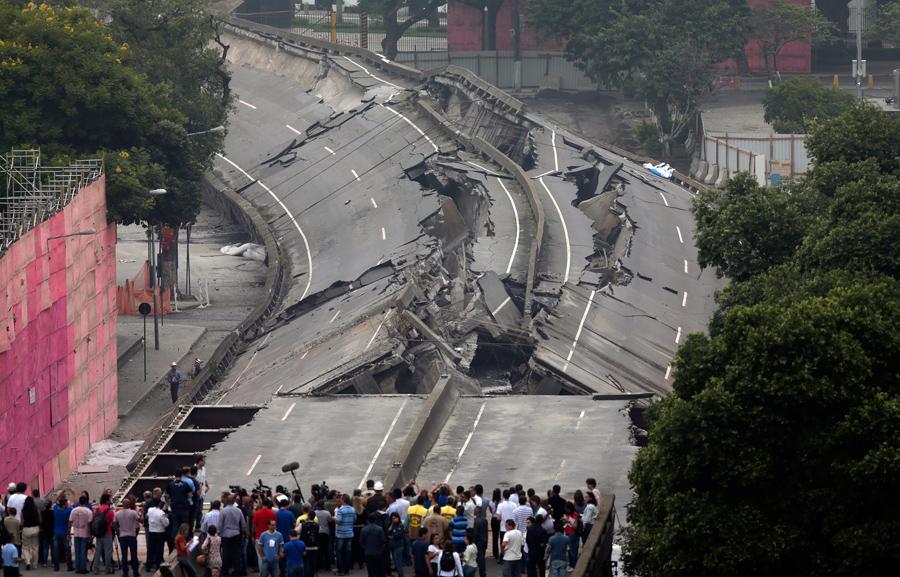 foto-demolizione-crollo-palazzi-edifici-ponti-costruzioni-esplosioni-29