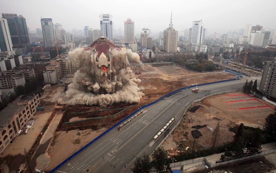 foto-demolizione-crollo-palazzi-edifici-ponti-costruzioni-esplosioni-30