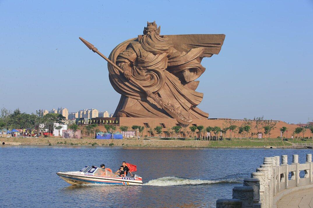 gigantesca-statua-dio-guerra-guan-yu-scultura-cina-4