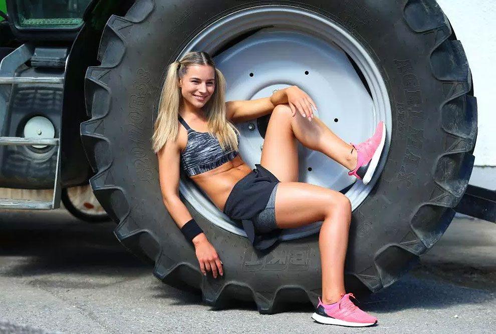 mogli-agricoltori-posano-sexy-calendario-fattoria-04