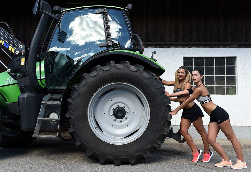 mogli-agricoltori-posano-sexy-calendario-fattoria-12