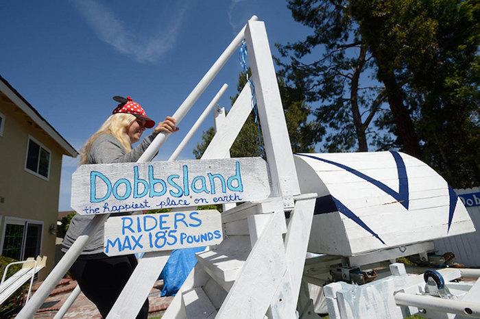 nonno-ingegnere-costruisce-parco-divertimenti-cortile-dobbsland-steve-dobbs-3