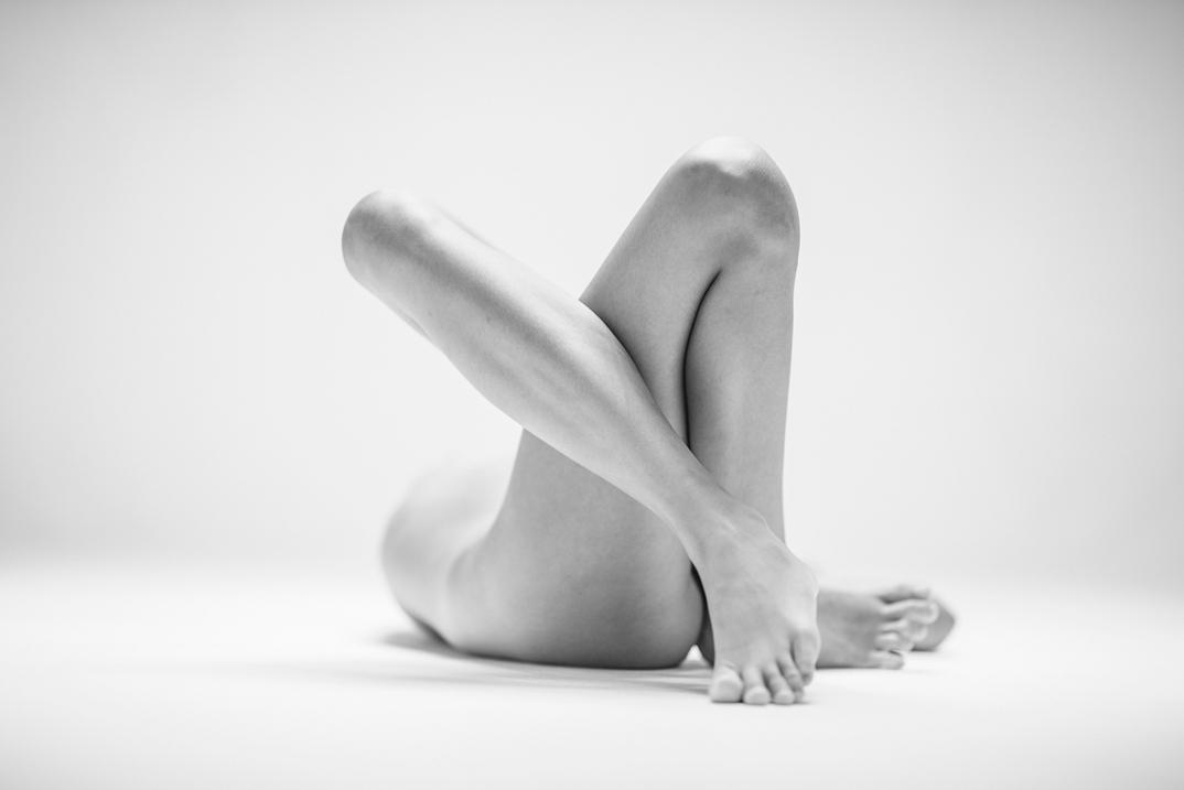 potenti-foto-monocromatiche-corpo-contorto-nudo-lovis-ostenrik-03