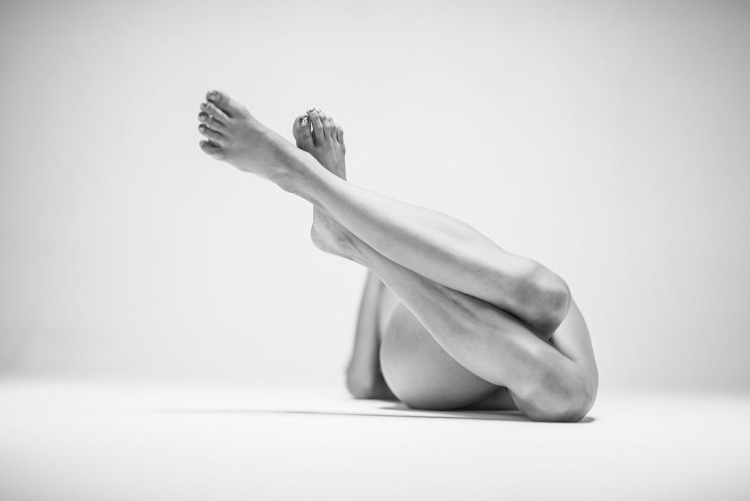 potenti-foto-monocromatiche-corpo-contorto-nudo-lovis-ostenrik-05