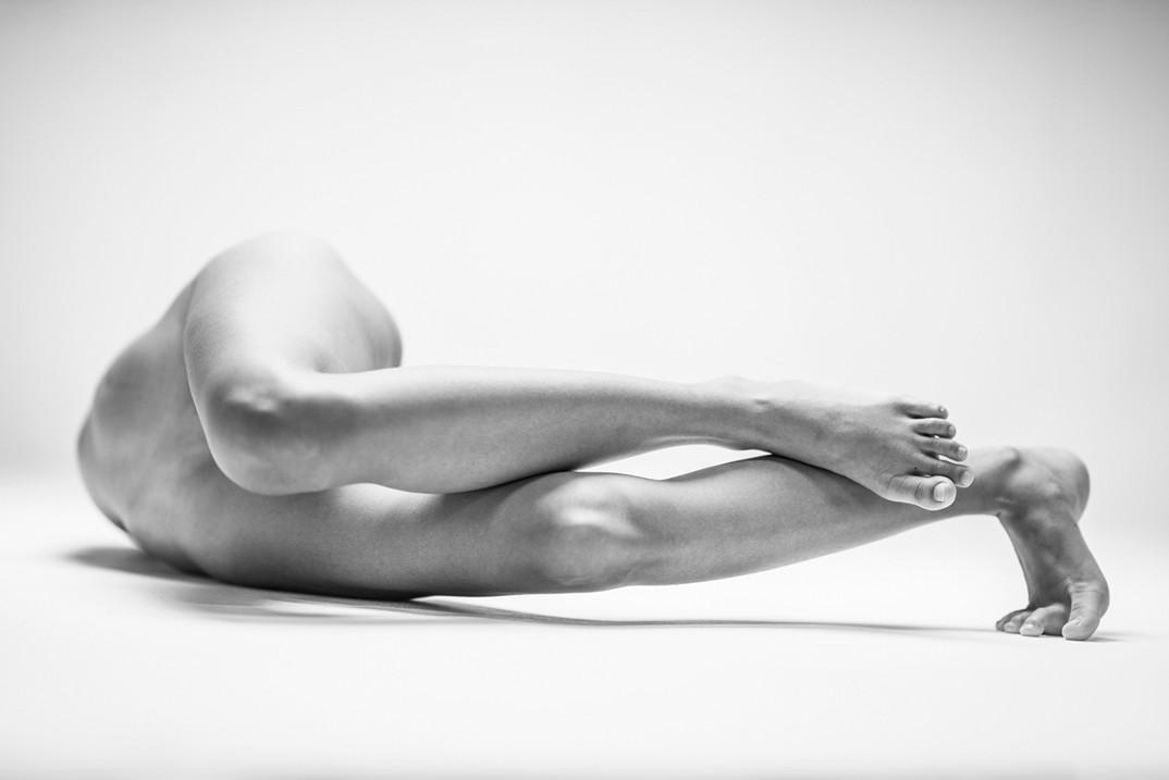 potenti-foto-monocromatiche-corpo-contorto-nudo-lovis-ostenrik-07