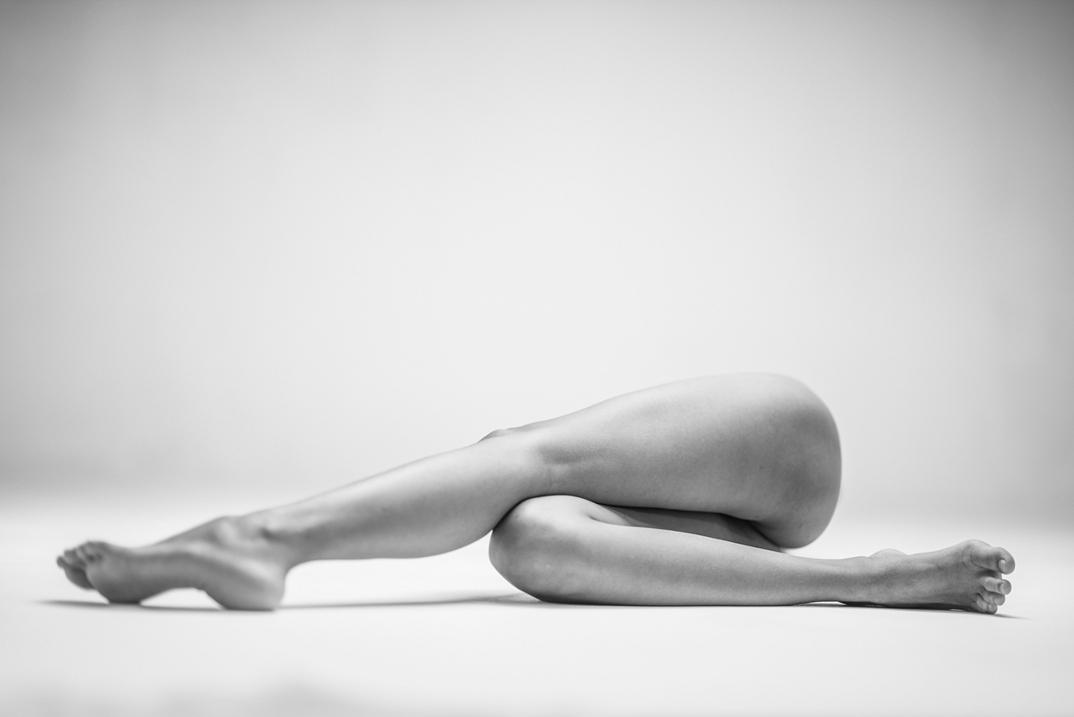 potenti-foto-monocromatiche-corpo-contorto-nudo-lovis-ostenrik-08