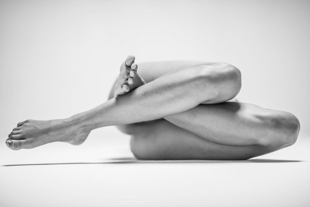 potenti-foto-monocromatiche-corpo-contorto-nudo-lovis-ostenrik-09