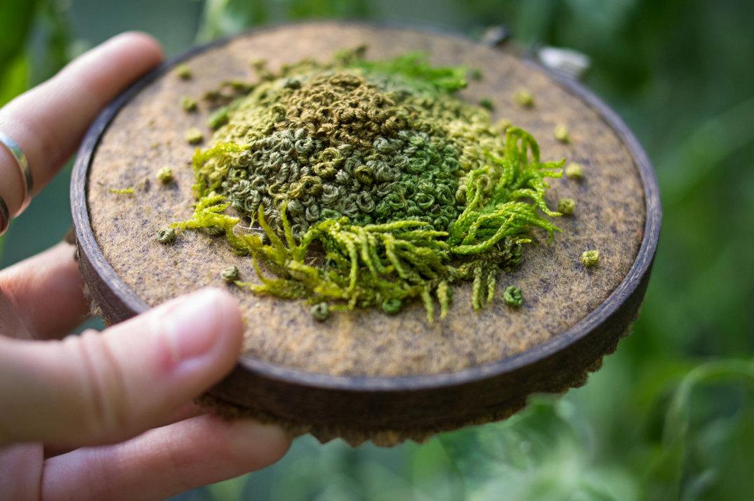ricami-tridimensionali-imitano-piante-emma-mattson-9