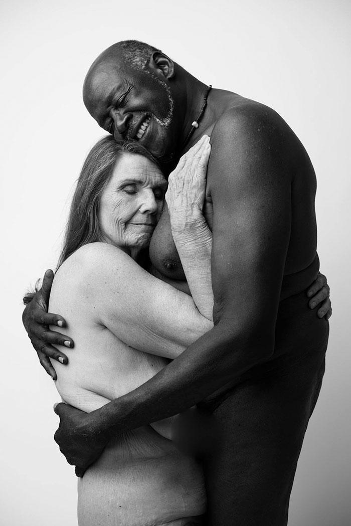 ritratti-bianco-nero-coppia-nudi-70enni-jade-beall-cv
