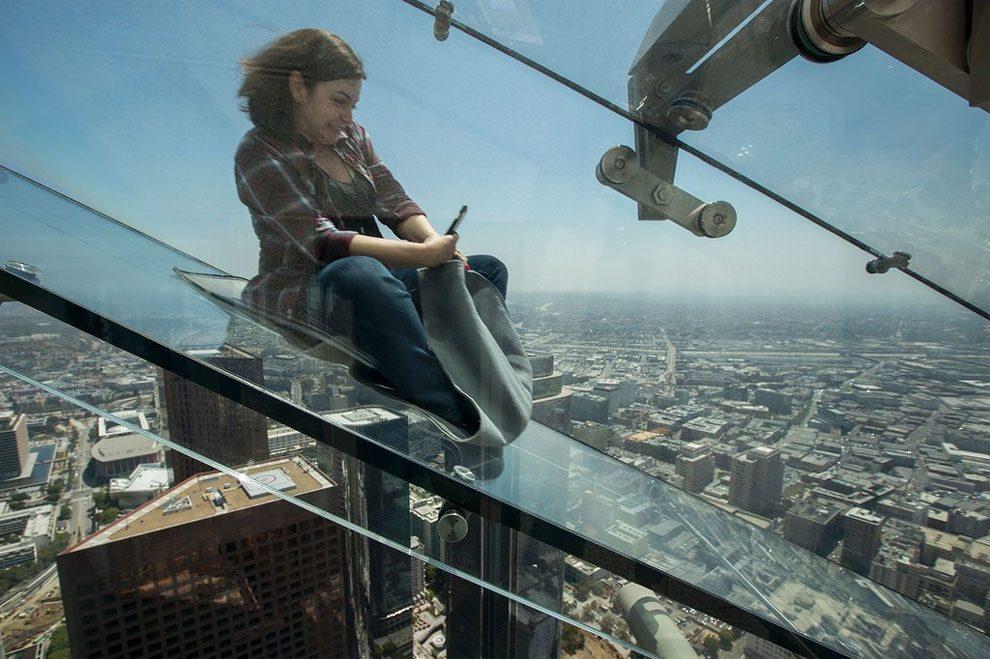 scivolo-vetro-skyslide-bank-tower-los-angeles-1