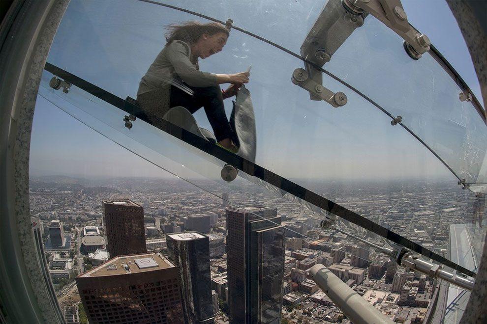 scivolo-vetro-skyslide-bank-tower-los-angeles-2