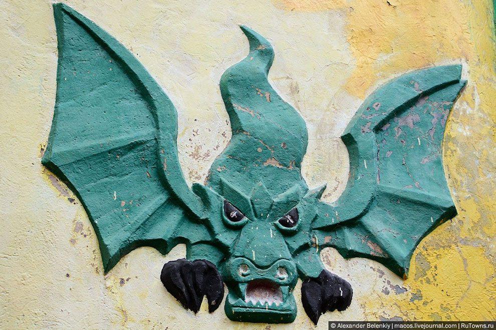 spaventoso-parco-giochi-abbandonato-ucraina-foto-11