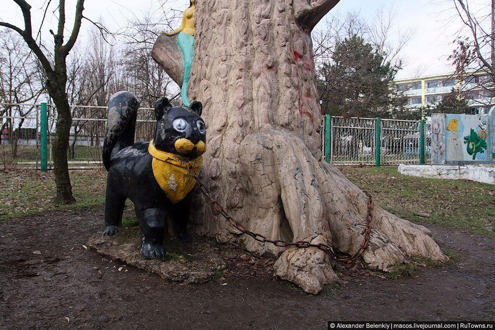 spaventoso-parco-giochi-abbandonato-ucraina-foto-13
