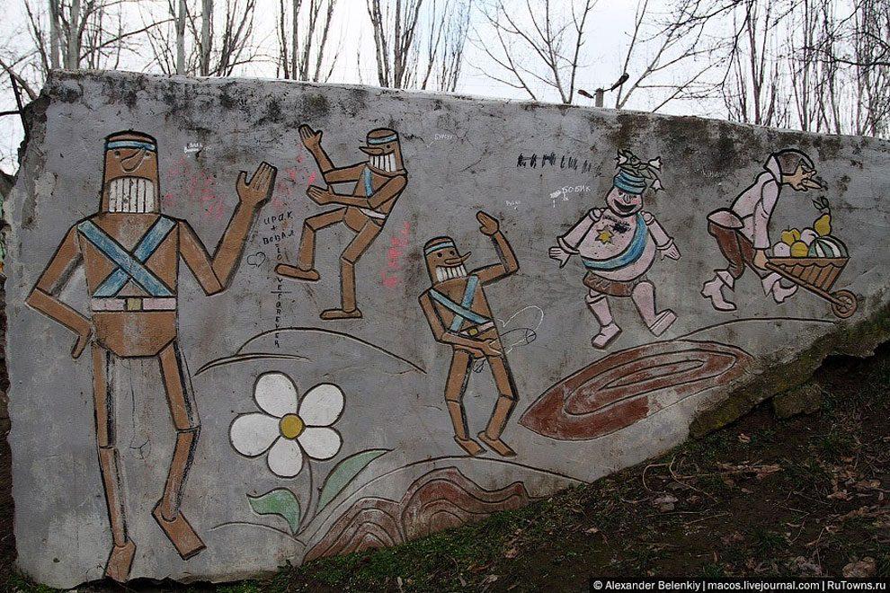 spaventoso-parco-giochi-abbandonato-ucraina-foto-16