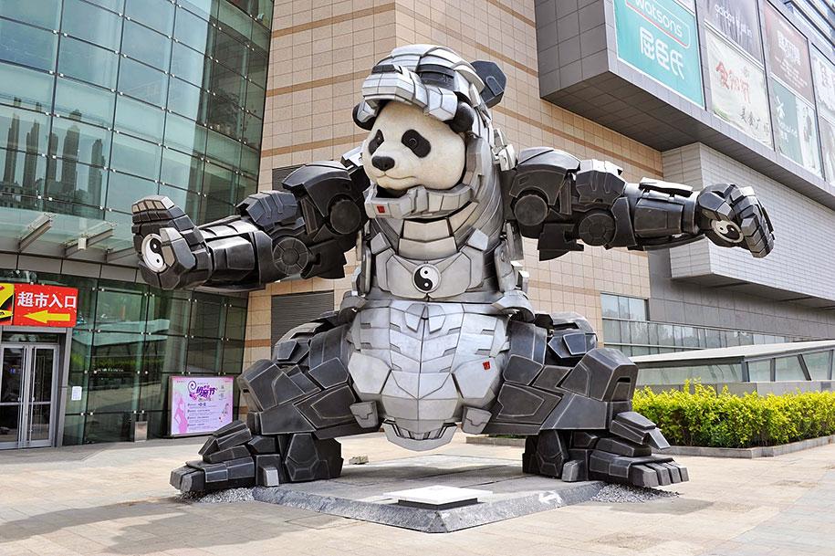 statua-panda-imponente-vestito-iron-man-bi-heng-cina-5