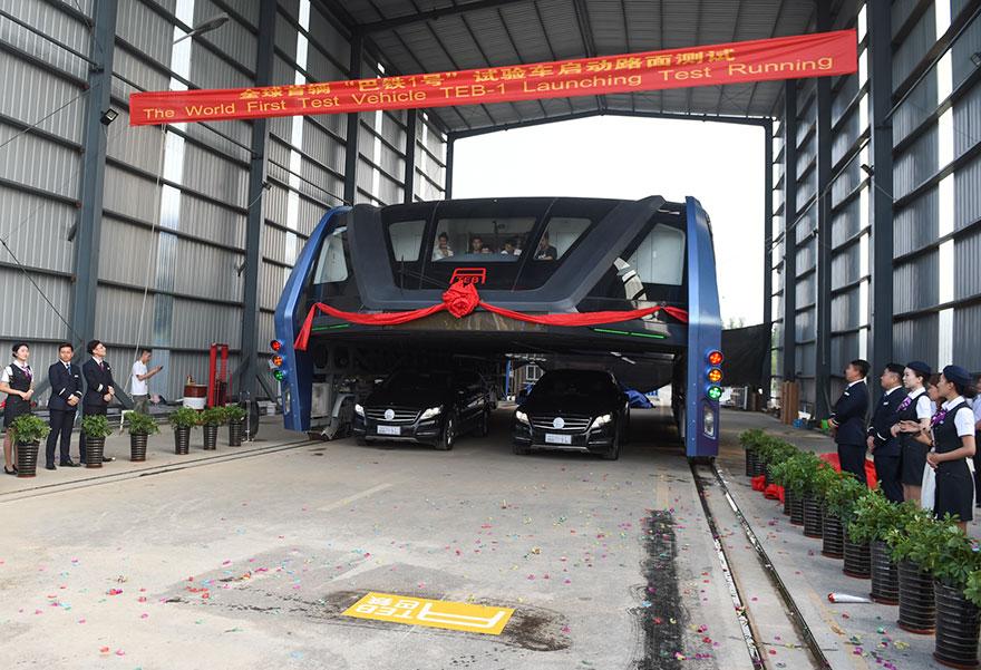 autobus-sopraelevato-test-strada-qinhuangdao-cina-2