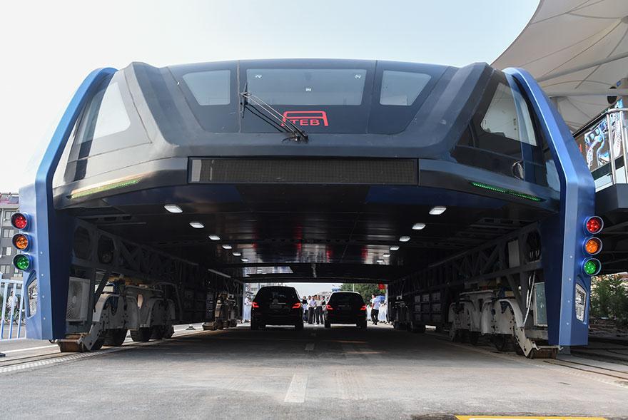autobus-sopraelevato-test-strada-qinhuangdao-cina-3
