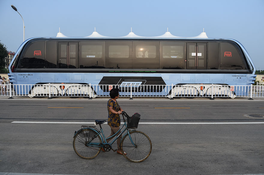 autobus-sopraelevato-test-strada-qinhuangdao-cina-4