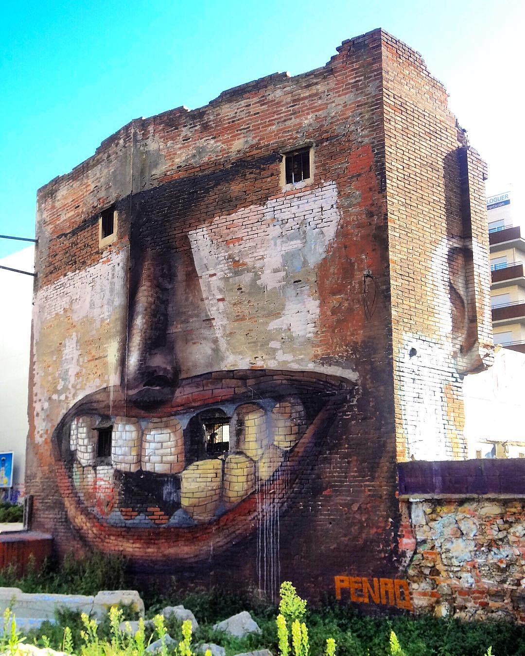 casa-sorridente-street-art-street-artist-penao-murs-lliures-barcellona-1