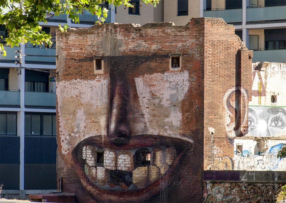 casa-sorridente-street-art-street-artist-penao-murs-lliures-barcellona-3