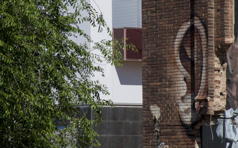 casa-sorridente-street-art-street-artist-penao-murs-lliures-barcellona-7