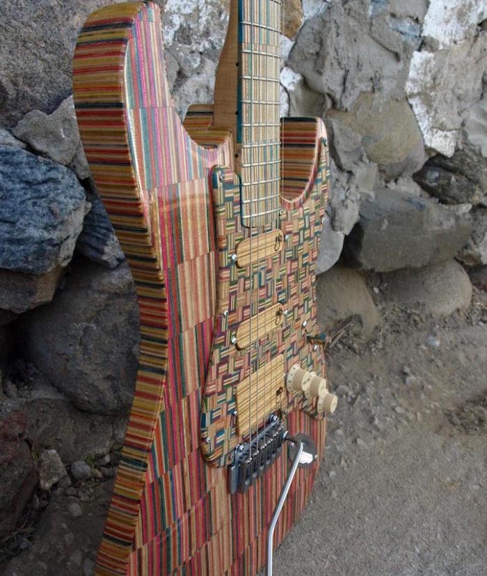 chitarra-elettrica-skateborad-riciclati-john-gibson-2nd-shot-1