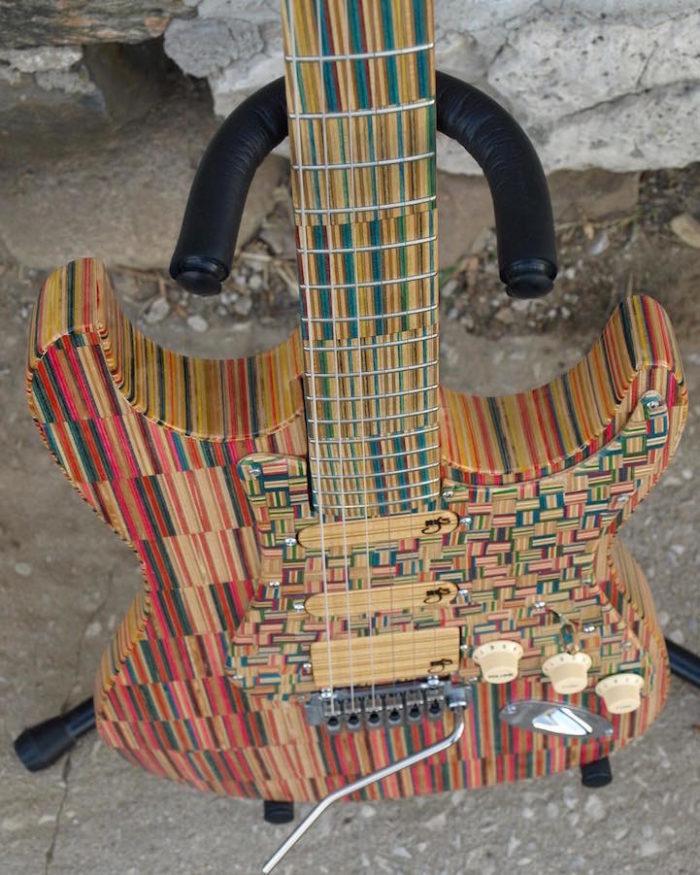 chitarra-elettrica-skateborad-riciclati-john-gibson-2nd-shot-2
