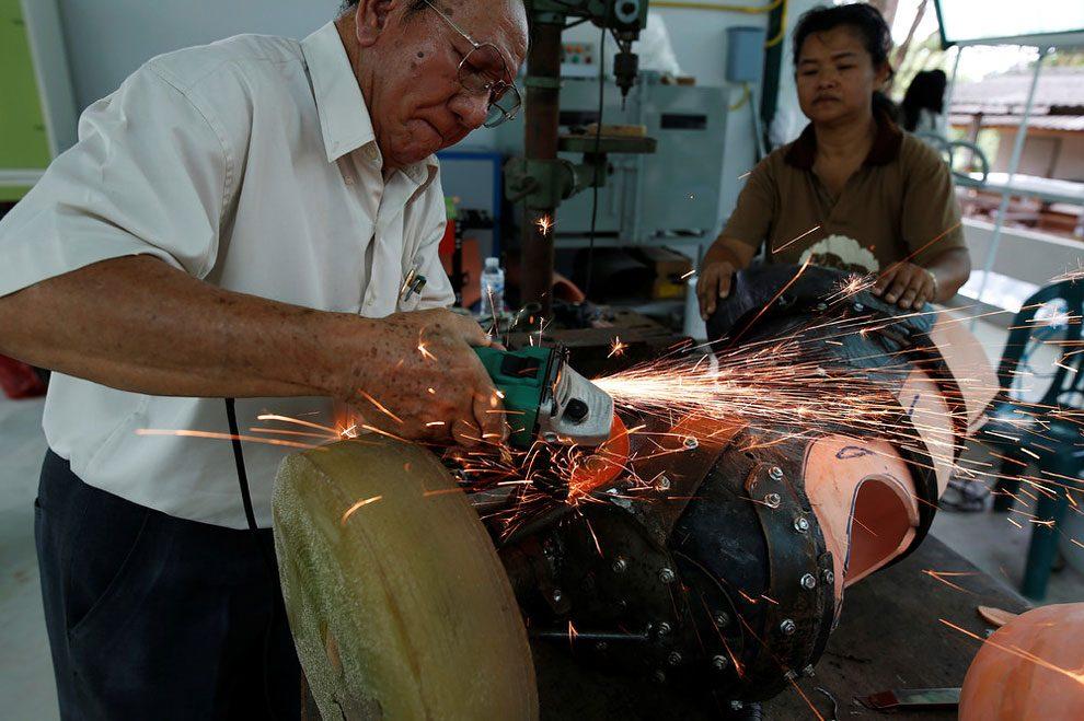 elefanti-senza-zampa-protesi-arto-artificiale-tailandia-07