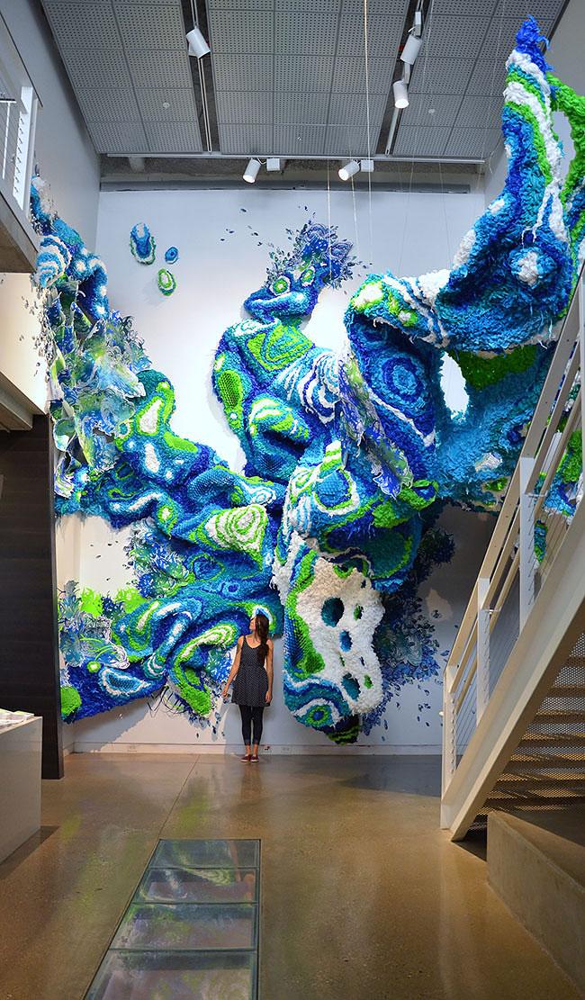 Fabuleux Un artista trasforma materiali di uso quotidiano in incredibili  KN34