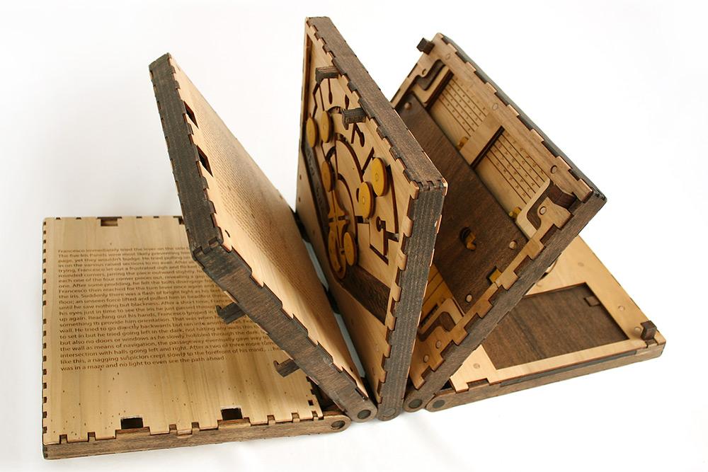 libro-legno-artigianale-puzzle-meccanici-da-risolvere-codex-silenda-brady-whitney-01