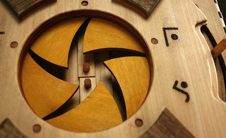 libro-legno-artigianale-puzzle-meccanici-da-risolvere-codex-silenda-brady-whitney-09