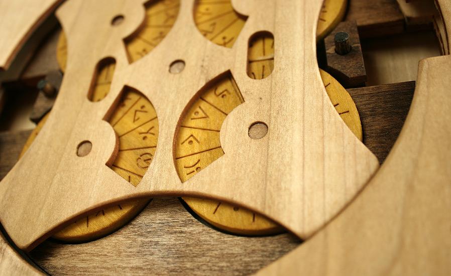 libro-legno-artigianale-puzzle-meccanici-da-risolvere-codex-silenda-brady-whitney-10