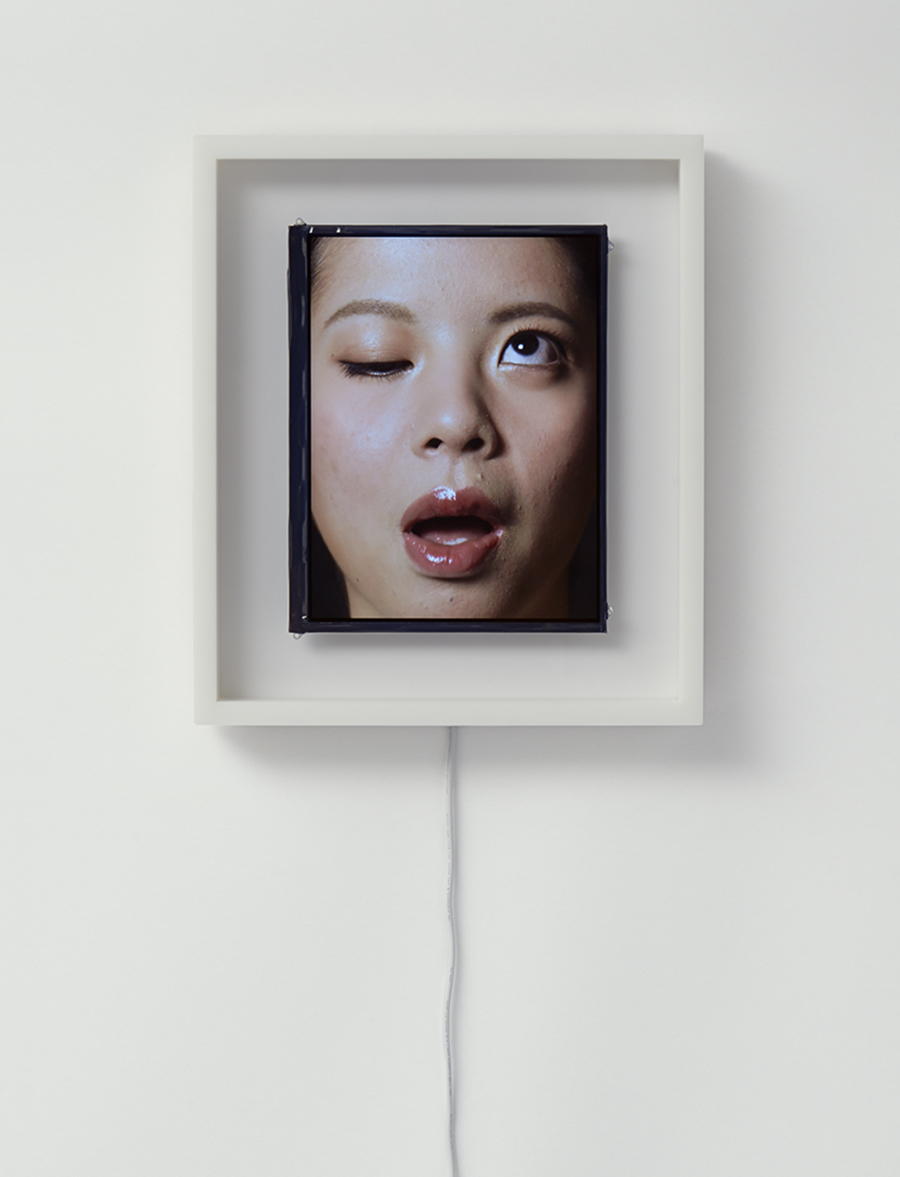 orologio-volto-umano-scandisce-ora-patience-we-plus-tokyo-2