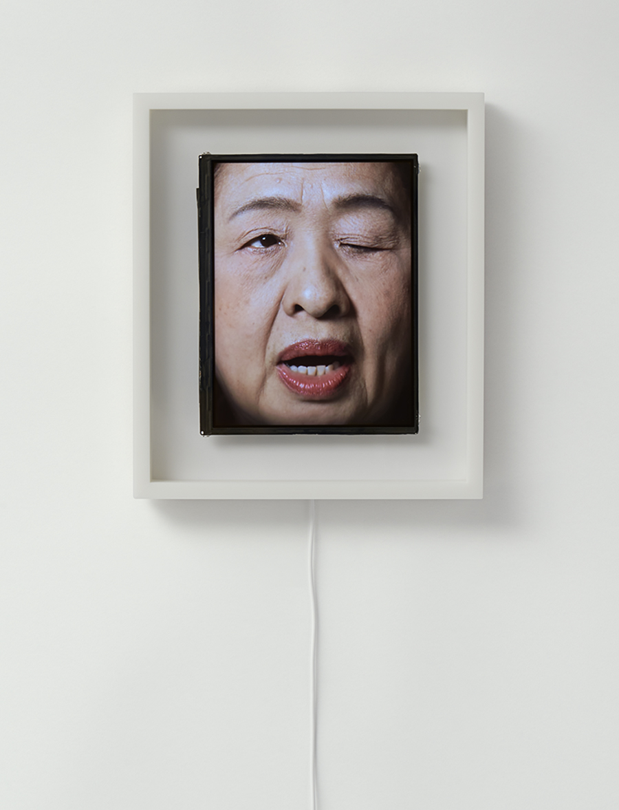 orologio-volto-umano-scandisce-ora-patience-we-plus-tokyo-4