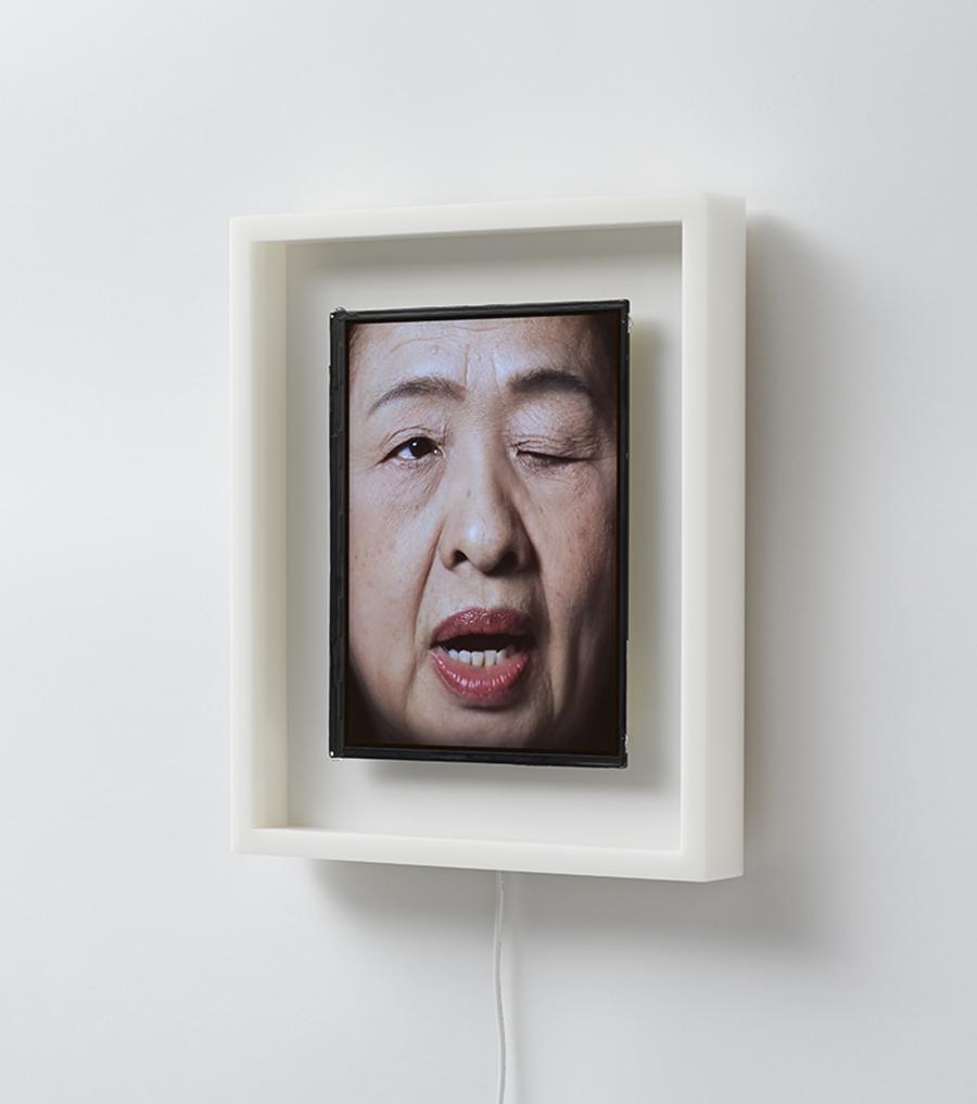 orologio-volto-umano-scandisce-ora-patience-we-plus-tokyo-5