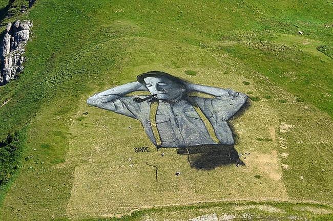 pittura-biodegradabile-gigante-leysin-svizzera-landart-record-mondiale-saype-2