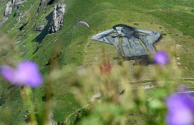 pittura-biodegradabile-gigante-leysin-svizzera-landart-record-mondiale-saype-3