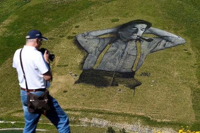 pittura-biodegradabile-gigante-leysin-svizzera-landart-record-mondiale-saype-4