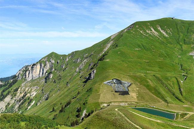 pittura-biodegradabile-gigante-leysin-svizzera-landart-record-mondiale-saype-5