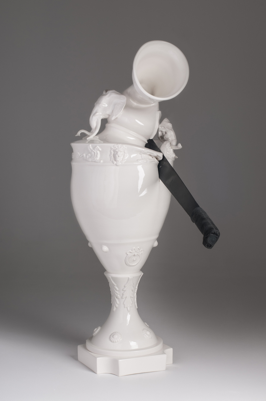 scultura-vasi-porcellana-incidenti-bizzarri-laurent-craste-04