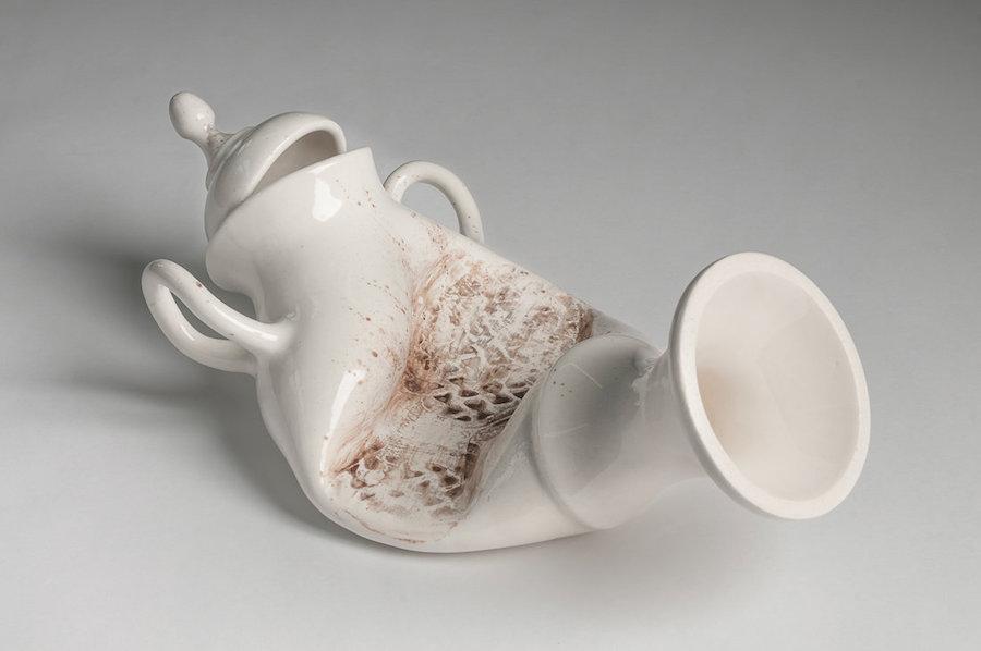 scultura-vasi-porcellana-incidenti-bizzarri-laurent-craste-07