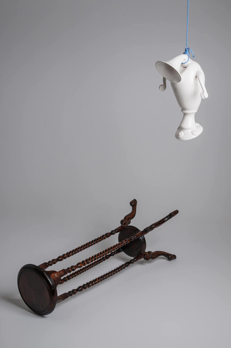 scultura-vasi-porcellana-incidenti-bizzarri-laurent-craste-08