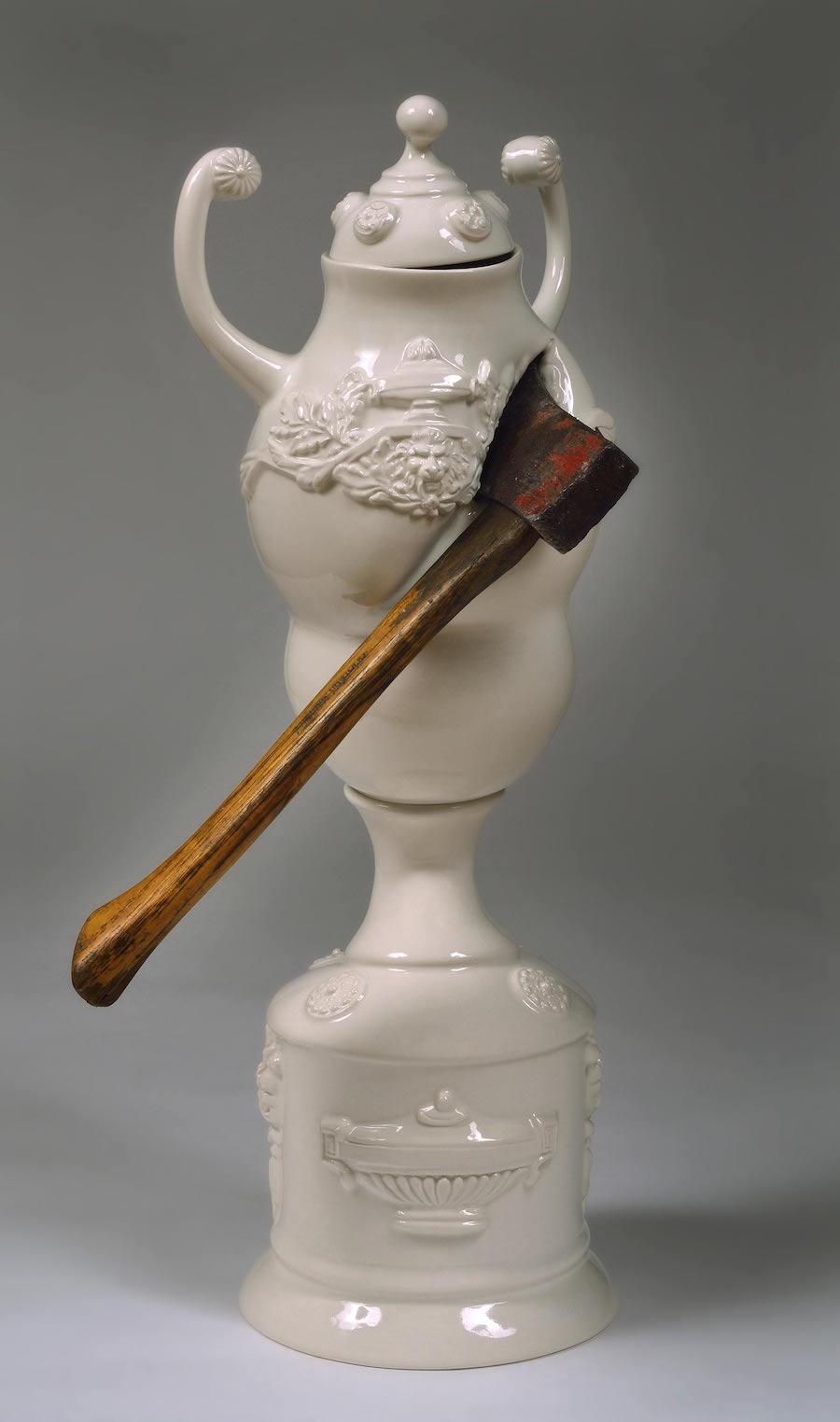 scultura-vasi-porcellana-incidenti-bizzarri-laurent-craste-10