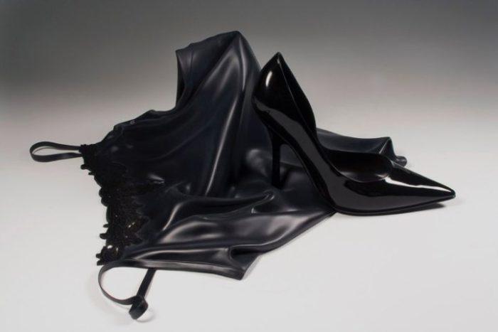 sculture-legno-sembrano-tessuti-iperrealismo-tom-eckert-05