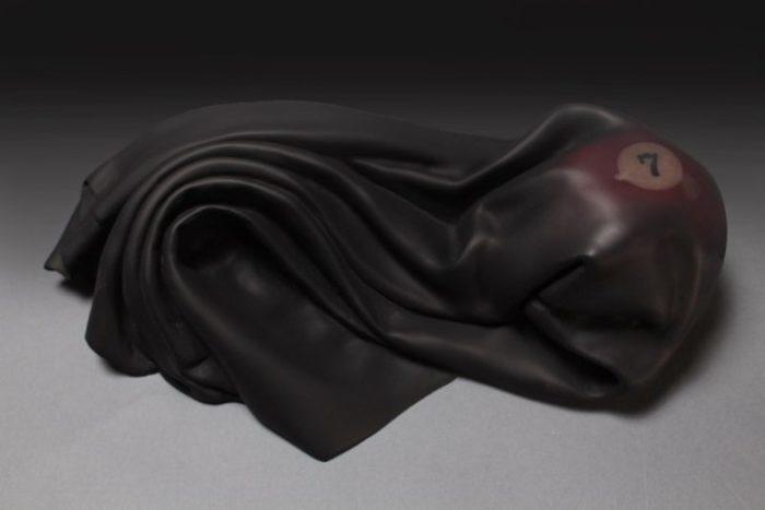 sculture-legno-sembrano-tessuti-iperrealismo-tom-eckert-12
